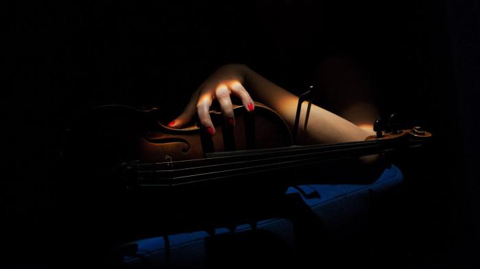 Julia_Amirova_Geigenspielerin_Violine_buchen_Auftritt